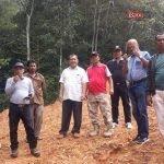 Bupati Karo Terkelin Brahmana saat meninjau pembukaan jalan alternatif Kabupaten Karo – Deliserdang